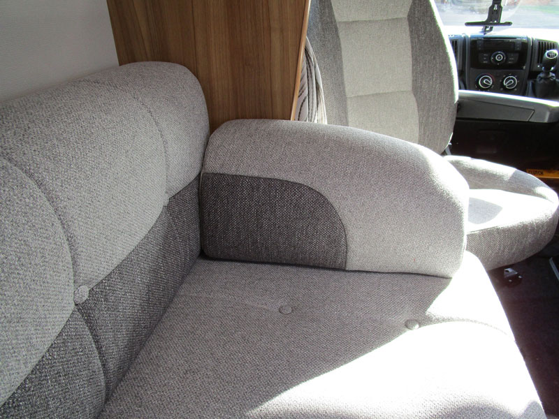 A two-tone effect gas aslo been possible with the seat armrests which match in with the backrest cushions
